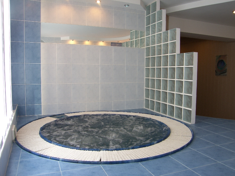 Скрытая камера фото - голые девушки в женском туалете