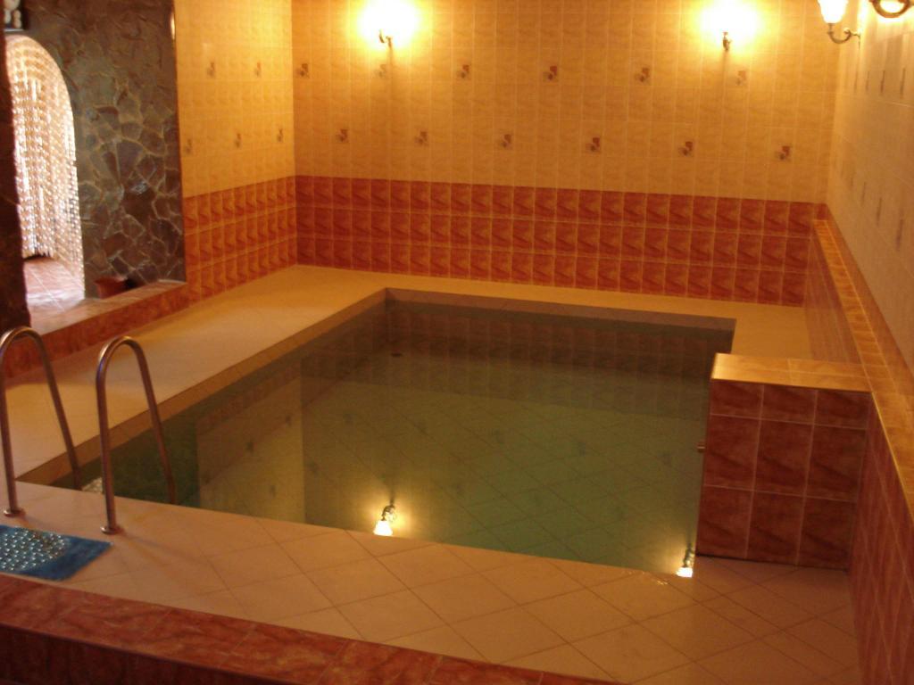 С друзьями и женой в бане 11 фотография